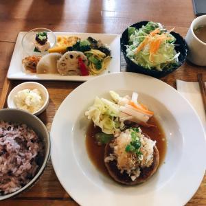 中区役所の東隣  食堂&カフェの 畠瀬本店 食品部のランチは品数多くハンバーグが大人気!来店時は絶対に予約をおススメ!