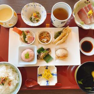 西大寺駅から車で2分 割烹 会席料理【風のレストラン】で頂いた、ランチタイム限定の「風の箱膳」は刺身や煮物、揚げ物等が色々楽しめる
