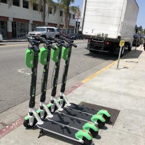 【ロサンゼルスでも大流行】電動キックボードLimeは観光にも便利?使い方と利用用途