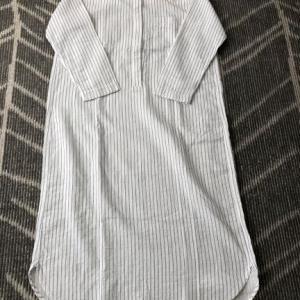 ミニマリストのパジャマ。