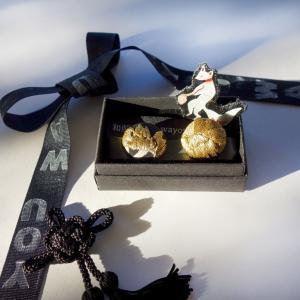 刺繍のシューズクリップと黒留袖イメージのペイントシューズ 足元のアクセントやコーデの変化に便利なアイテム制作