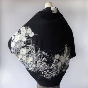 黒留袖着物リメイク/モノトーン菊のモモンガKIMONO羽織/ストールにもなる2wayアイテム