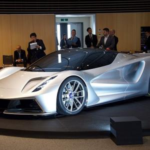 ロータス エヴァイヤについて語る 「世界最速のEVスーパーカー」