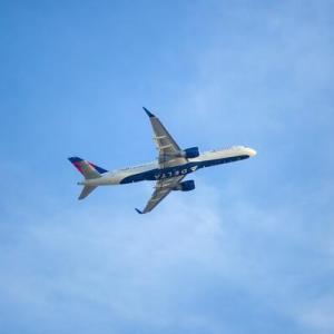 【夢占い】飛行機の夢が意味すること