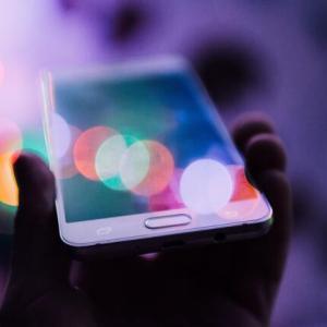 【夢占い】携帯をなくす夢の意味。人間関係にトラブルの暗示?