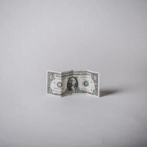 【開運夢占い】お金を拾う夢のスピリチュアルな意味!金運が上がる?