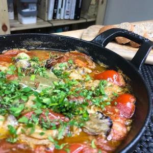 【スペイン人直伝】本場スペインバルの『牡蠣とトマトのアヒージョ』