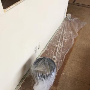 リビングの壁には珪藻土を採用!
