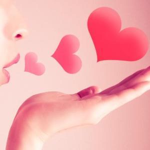 娘子からのキスが濃厚に、笑