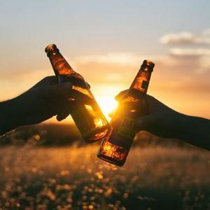 ビールの起源とビールの瓶が茶色い理由はなぜ100gのカロリーは???