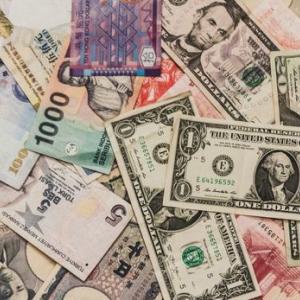 米国債権ETF AGGを購入する。