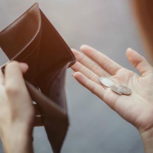 風俗嬢なのに稼げない?安定しない収入に不安を感じる風俗嬢が急増