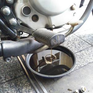#バイク屋の日常 #スズキ #グラストラッカー #エンジンオイル交換 #テンショナー