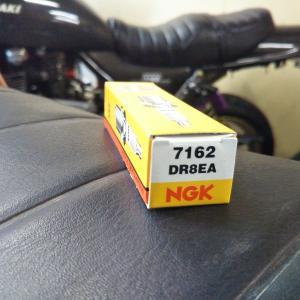 #バイク屋の日常 #スズキ #グラストラッカー #NGK #DR8EA #プラグ交換