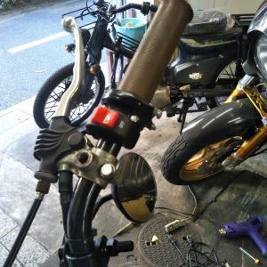 #バイク屋の日常 #ヤマハ #SR400 #スロットルホルダー #スイッチ #カスタム