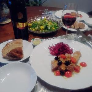 鶏とサラダと赤ワイン