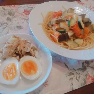 夏野菜パスタとささみのバルサミコマリネ