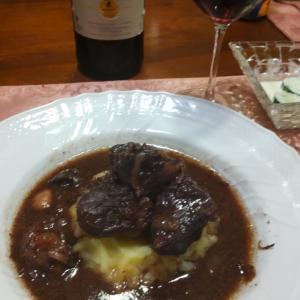 きゅうりハーブマスタードマヨと、牛ほほの赤ワイン煮込み