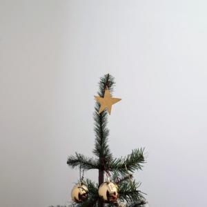 クリスマスツリーのオーナメントと、娘が追加してくれた意外でかわいいお飾り。