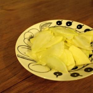レシピというほどでもないけれど。生の大根をシャクシャク美味しく頂くサラダ。
