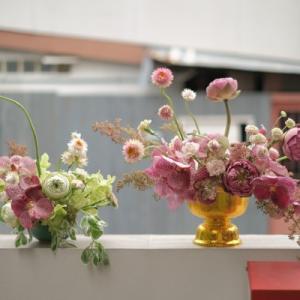 【タイ・バンコク】タイの市場で仕入れた花でブーケとアレンジ作成