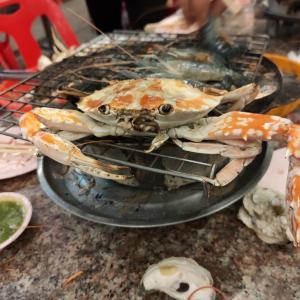 【タイ人が大好きなムーカターとは!?なんで食べきれない程に持ってくるんだ!!】タイ転職・移住