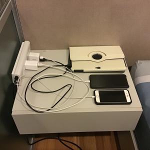【色々なデバイスを使う人必見!!充電ケーブルがスッキリ片付く!!マグネット式充電ケーブルとは!?】タイ転職・移住