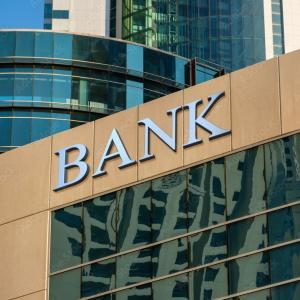 世界の銀行店舗、10年で1割減