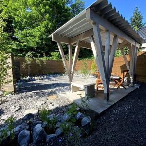 東屋の庭プロジェクトが進行中です。