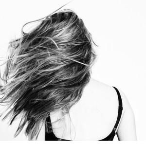 育毛とは髪の毛を増やす事ではなく髪を太く強くすること