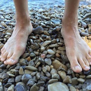 裸足で歩くことの驚きの効果
