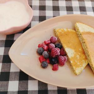 紅茶のホットケーキとヨーグルト