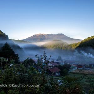 霧開ける朝