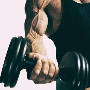 腕を太くする筋トレ【二頭よりも三頭】