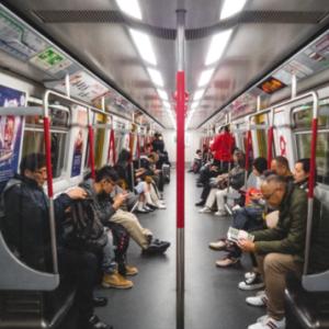 チリが地下鉄運転値上げで暴動、値上げは10円程度なのに被害額は億単位