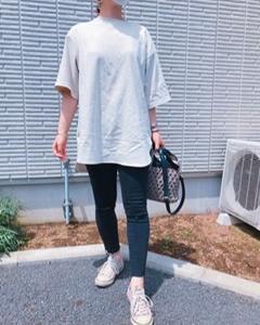 プチプラのあやさんTシャツで公園コーデ