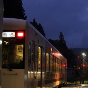 雨の縦列停車      (飯山線)