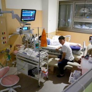 朝日新聞アピタルに「我が子と過ごせる集中治療室 不夜城をやめた病院の挑戦」が掲載