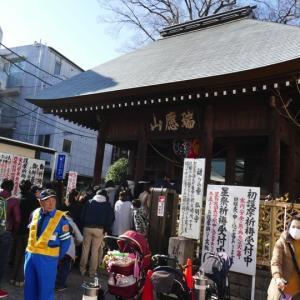 初詣で賑わう弘明寺 (元日のNICU)