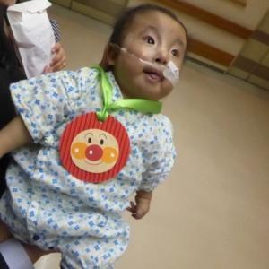 朝日新聞「患者を生きる」:「職場で 医療的ケア児と家族」第2回は「生後半年、父の赴任地へ」