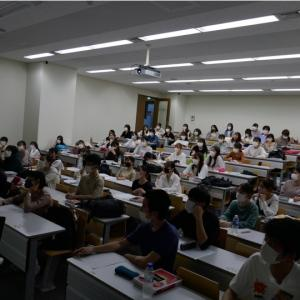 新型コロナ禍であっても、関東学院大学で小児看護学「NICUにおけるチーム医療と家族支援 」の講義