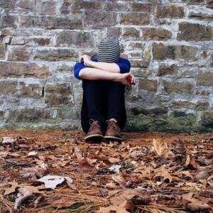 職場の人間関係で孤独になってる?孤独になる特徴とならない会話