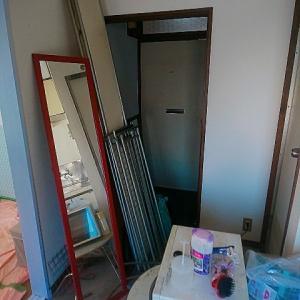 玄関の粗大ゴミを部屋に移動