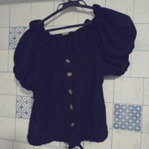 明日のデート服を決めました。