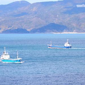 【風景写真】上関海峡の貨物船