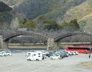 【風景写真】冬の錦帯橋と岩国城