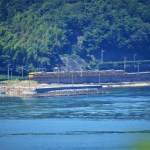 【鉄道写真】山陽本線大畠瀬戸のJR西日本濃黄色115系電車4両編成