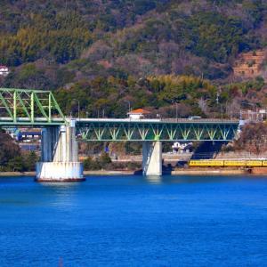 【鉄道写真】大畠瀬戸でJR貨物EF-210とJR西日本115系電車の離合!