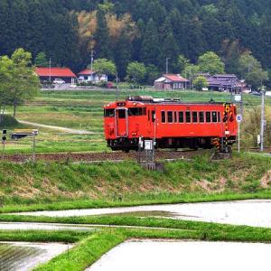 【鉄道写真】JR山口線田植えを終えたばかりの徳佐を走るキハ40-2091号
