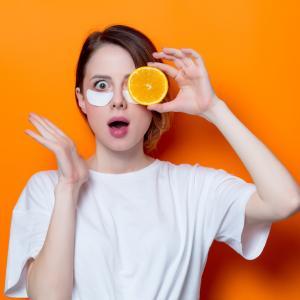見た目年齢は目元で決まる!目元の老化防止に効く、効果的な食べ物とは?
